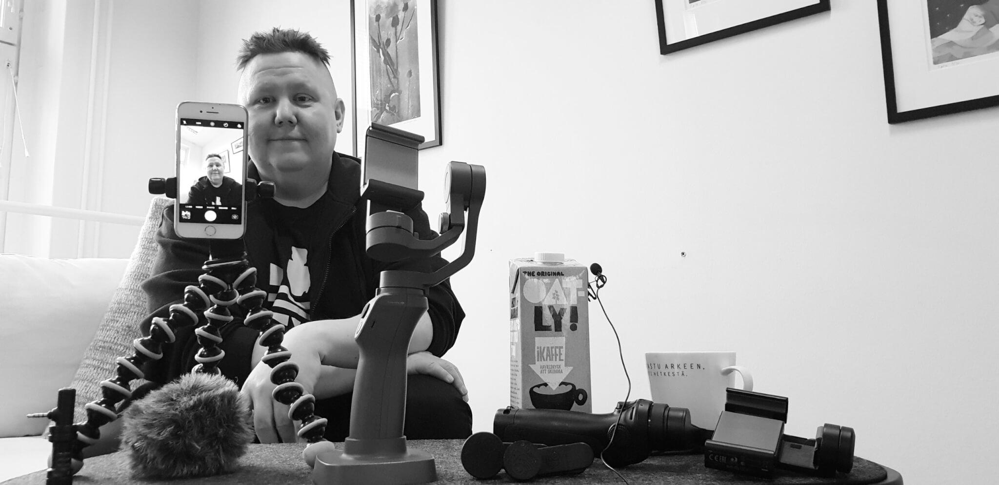 Antero Lehtonen esittelee mobiilivideoinnin kalustoa Design Inspikselle