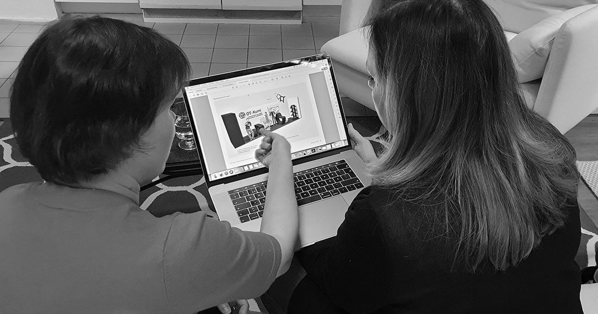 Design Inspiksen aamukahaveilla Sanna Loikkanen Prodoit Oy kertoo toimivasta messuosastosta